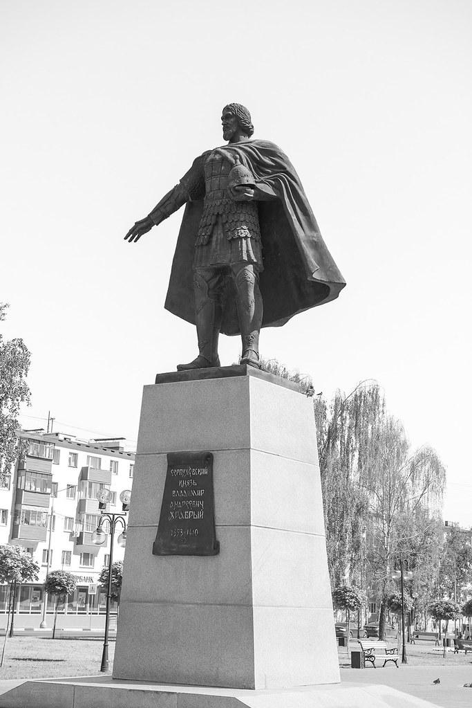 фото: Памятник Владимиру Храброму