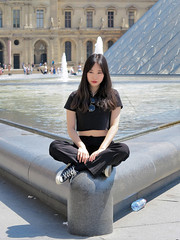 Portrait on the edge of the fountain (pivapao's citylife flavors) Tags: paris france people louvre girl beauties