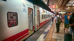Puyuma Express arriving in Taipei (葉 正道 Ben(busy)) Tags: puyuma taipei taiwan 普悠瑪 電車 tram 台北 台灣 people 人 railway 鐵路 紅色 red