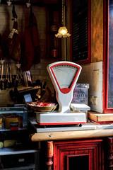 El rincón de los manjares (ameliapardo) Tags: balanza alientos rojo blanco jamón comercios establecimientos fujixt1 sevilla andalucía españa