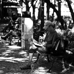 Full focused and absorbed on the reading process (pedrosimoes7) Tags: reader leitor reading lendo focado absorvido focused absorbed livros books blackandwhite blackwhite blackwhitepassionaward