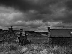 """A l""""abandon (objet introuvable) Tags: blackandwhite bw noiretblanc nb abandonned field champ écosse scotland lewis hébrides extérieures nuages clouds contrast contraste loch lac nature monochrome"""
