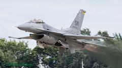 930540/SW F-16CM USAF, 55FS (Anhedral) Tags: 090540 generaldynamics lockheedmartin f16 f16cm viper 55fs 20fw usaf usairforce viperdisplayteam oshkosh airventure2018 kosh takeoff reheat afterburner fighter military