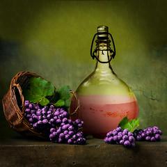 Grape and wine (jaci XIII) Tags: uva vinho bebida fruta garrafa naturezamorta grape wine beverage fruit bottle stilllife