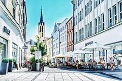 (marco.toet) Tags: urban breathtaking brilliant excellent pointofview kaufen shopping colour colors color highkey europe duitsland deutschland germany architecture building oldbuilding oldcity altstadt passau