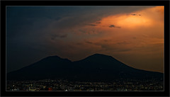 Vesuvius (Jean-Louis DUMAS) Tags: volcan vésuve crépuscule sunset sunlight coucherdesoleil nuage cloud naples night nightshot montagne ville town