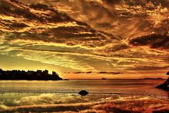apocalypse (jpbordais) Tags: mer sea ciel sky nuages clouds eclipse canon reflection reflets