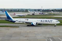 9K-AOJ (markyharky) Tags: heathrow airport heathrowairport london londonheathrow lhr egll aircraft aviation avgeek 9kaoj boeing 777 boeing777 kuwait airlines kuwaitairlines premierinnt4 room779