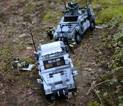 """Lynx"" Hatchback and Standard Lynx variant---view 2 (TierMR) Tags: lego war medvac variant lynx mrap mine resitant ambush protected vehicle army"