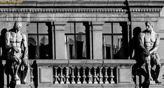 Colosos en el balcón. 01. Madrid. agosto 2018.