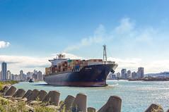 Molhe de Itajaí (Vinicius_Ldna) Tags: 8502 ship navio barco container vessel porto port canal itajai navegantes santacatarina sc brazil canon 1855
