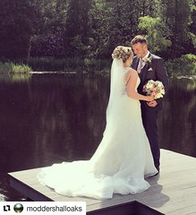 A wonderful picture captured at the beautidul @moddershalloaks whilst holding a bouquet by @parsleyandsage #Repost @moddershalloaks (@get_repost) ・・・ Best wishes to the new Mr and Mrs Williams. Your big day was beautiful, thank you ever so much for lettin (parsleyandsage11) Tags: bride bridalstyle repost groom flowers flowerstagram brideandgroom flowerart bridalbouquet groomstyle moddershalloaks floralfix weddingstyle groominspiration weddingflorist beautiful weddinginspo wedding instawedding floraldesigns