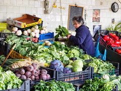 mercado do bolhao. Oporto (thaisa1980) Tags: 2018 marzo mercadodobolhao oporto portugal gente hortalizas market mercado people shopkeeper street tendero vegetables verduras