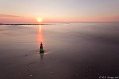 Die Sonne senkt sich an der Ostsee (Marcel Stumpp) Tags: sonnenuntergang sunset sonne sun ostsee meer strand wasser sand
