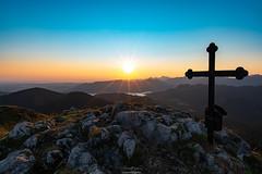 Sonnenaufgang am Fockenstein (F!o) Tags: nikon 20mm a7rii fockenstein aueralm tegernsee sonnenaufgang sunset sunrise bayern alpen voralpen alps mountains berge sonne sonnenstern sunstar blendenstern