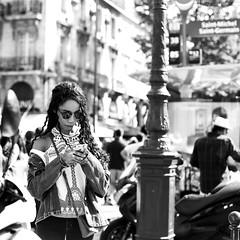 Behind sunglasses (pascalcolin1) Tags: paris femme woman lunettesdesoleil sunglasses soleil sun lumière light photoderue streetview urbanarte noiretblanc blackandwithe photopascalcolin 50mm canon50mm canon carré square