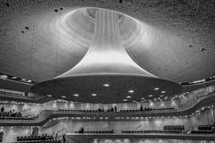 Das Klang-Raumschiff (p.schmal) Tags: panasonicgx80 hamburg elbphilharmonie klangreflektor