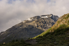 Camping at the base of the mountain (Pascal Riemann) Tags: norwegen morgenstimmung landschaft jotunheimen stimmung spiterstulen skandinavien natur zelt berg landscape nature norge norway outdoor scandinavia mood morningmood lom oppland no