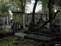 Les visiteurs (Jean S..) Tags: cemetery graves people visitors trees shadows green stone grey black old ancient
