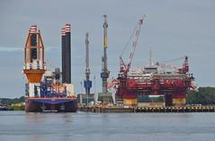Aeolus en Floatel Endurance (Hugo Sluimer) Tags: portofrotterdam port rotterdam zuidholland nederland holland haven nlrtm onzehaven