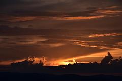 DSC_0011 (griecocathy) Tags: paysage coucher soleil nuage ciel montagne sombre lumineux noir gris jaune or ocre oranger