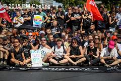 Rudolf-Heß-Gedenkmarsch 2018: Mord verjährt nicht! Gebt die Akten frei! Recht statt Rache  und Gegenprotest: Keine Verehrung von Nazi-Verbrechern! NS-Verherrlichung stoppen! – 18.08.2018 – Berlin –IMG_6231 (PM Cheung) Tags: rudolfhessmarsch wwwpmcheungcom berlin mordverjährtnichtgebtdieaktenfreirechtstattrache neonazis demonstration berlinspandau spandau friedrichshain hesmarsch rudolfhes 2018 antinaziproteste naziaufmarsch gegendemonstration 18082018 blockade npd lichtenberg polizei platzdervereintennationen polizeieinsatz pomengcheung antifabündnis rechtsextremisten protest auseinandersetzungen blockaden pmcheung mengcheungpo pmcheungphotography linksradikale aufmarsch rassismus facebookcompmcheungphotography keineverehrungvonnaziverbrechernnsverherrlichungstoppen antifaschisten mordverjährtnicht rudolfhesmarsch sitzblockaden kriegsverbrechergefängnisspandau nsdap nskriegsverbrecher geschichtsrevisionismus nsverherrlichungstoppen hitlerstellvertreterrudolfhes 17august1987 rathausspandau ichbereuenichts b1808 festderdemokratie verantwortungfürdievergangenheitübernehmen–fürgegenwartundzukunft rudolfhessmarsch2018 rudolfhesgedenkmarsch rudolfhesgedenkmarsch2018