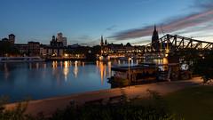 sunrise in the city (Lothar Drewniok) Tags: lothardrewniok lichtundschatten frankfurtammain freedom frankfurt skylinefrankfurt sunrise sonnenaufgang main reflexionen rheinmaingebiet river eisernersteg