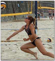 Volley Playa - 113 (Jose Juan Gurrutxaga) Tags: file:md5sum=162e507cde64fd5c9bca762bc8583ed4 file:sha1sig=660c799f9e77f18e8a42780538b5af8fea3bd462 volley playa beach hondartza boleibol voleibol semana grande zurriola donostia