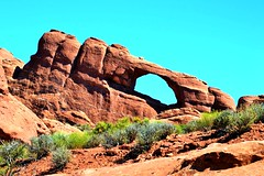 Skyline Arch (Beangrau12) Tags: skylinearch archesnationalpark moabutah desert cactus rock formation