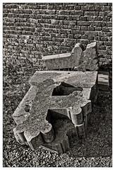 Tombe la pierre... Il ne viendra pas ce soir (Jean-Marie Lison - PC en panne... À bientôt) Tags: eos80d sigmaart hahay cimetière tombe ruine noiretblanc nb monochrome