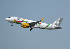 EC-MOG, Airbus A320-232, c/n 7402, Vueling Airlines, Liebana Cantabria special livery, CDG/LFPG 2018-04-22, off runway 27L. (alaindurandpatrick) Tags: ecmog cn7402 a320 a320200 airbus airbusa320 airbusa320200 minibus jetliners airliners vy vlg vueling vuelingairlines airlines liebanacantabria specialliveries cdg lfpg parisroissycdg airports aviationphotography