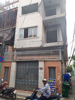 Gấp căn nhà 1 trệt 3 lầu – Nhà mặt tiền góc