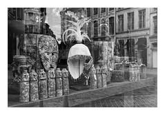 (Guillaume DELEBARRE) Tags: reflets reflection canon noiretblanc monochrome lille france statue statuette tribal vitrine 5dmarkiv tamron2470f28 5d4 architecture composition guillaumedelebarre allrightreserved copyright delebarre delebarreguillaume magasin shop grey