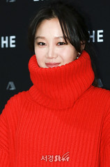 gong-hyo-jin14 (zo1kmeister) Tags: turtleneck sweater chinpusher