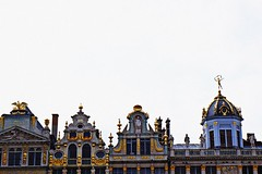 (Selin_S) Tags: belgium beautiful building amazing awsome art ancient architecture arch apartment adorable sweet sky sunlight street shadow stone brussel bruxelles fujifilm fujifilmxt1 xt1 daily decoration door dream decorate sculpture sculpt light lovely look landscape life lights looking love mythology harmony artist square antique great good gold color capture colorful cute calm city cool reflection roof roman retro barok