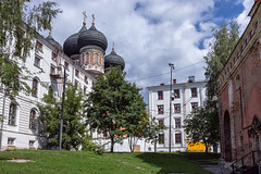 Intercession Cathedral (Oleg.A) Tags: ancient sunny russia church nature brick outdoor materials town old cross exterior summer dome cathedral blue orange morning orthodox izmailovskykremlin style park design architecture izmailovskypark moscow catedral outdoors москва moskva ru