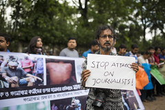 Journalists protest in Dhaka (auniket prantor) Tags: photojournalist photographer journalist protest attack violence dhaka bangladesh people humanchain outdoor street