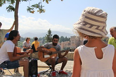 Descubriendo el flamenco #InspiraciónBdF73 (Micheo) Tags: granada spain sannicolás albaicin flamenco guitarra musica niña girl kid chica learning descubrir discover inspiraciónbdf73 elblogdelfotografo reto fotografia