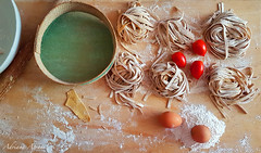cucina italiana, italian food (adrianaaprati) Tags: italiancuisine food italianfood eggs flour tomatoes water sieve