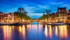 _DSC0353 - Amsterdam blue hour magic (AlexDROP) Tags: 2018 netherlands europe holland amsterdam art travel architecture color city bluehour landscape urban nikond750 afsnikkor28300mmf3556gedvr best iconic famous mustsee picturesque postcard