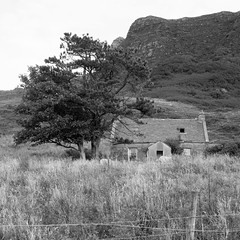 Cleadale (itmpa) Tags: monochrome desaturated square crop cropped cleadale cottage eigg isleofeigg eileaneige island scotland archhist itmpa tomparnell canon 6d canon6d