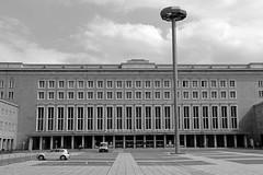 Flughafen Berlin-Tempelhof # 2 (just.Luc) Tags: airport luchthaven aeroport flughafen tempelhof berlin berlijn bn nb zw monochroom monotone monochrome bw building gebouw gebäude bâtiment architectuur architecture architektur arquitectura allemagne deutschland duitsland germany europa europe windows ramen vensters fenster fenêtres