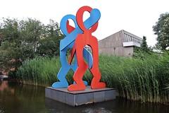 The Boxers (1987) (just.Luc) Tags: steel staal acier rood rot rouge red blue blauw bleu blau azul sculpture escultura statue estatua statua beeld beeldhouwwerk keithharing art kunst public publiek outside berlin berlijn allemagne deutschland duitsland germany europa europe