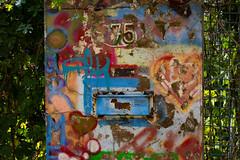 urban jungle (Rasande Tyskar) Tags: hamburg ottensen street streetshot city urban briefcasten letter box post colours color farben grün pflanzen 75 nummer number
