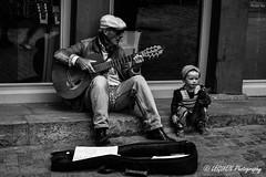 Street group (leguen.maxime) Tags: vannes grand père fille rues musiques guitares street view group duo