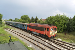 418 198 H-START (...síneken a vonat) Tags: 418198 m412198 csörgő 7725 szeged békéscsaba hmv locationbekescsaba személyvonat ablakosvonat line135 railline135 bahn eisebahn budapest ganz mávag pielstick mav mozdony máv rail railway train tren trenur trenuri vasút vlacik vlak vlaky vonat zeleznice h hungarianrailways hstart hungarianrailway locomotive waggontypebybobyby