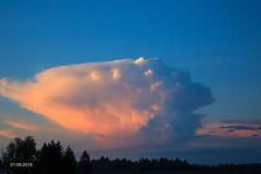Aurinko värjää kuuropilven (AaJii) Tags: auringonlasku kuuropilvi pilvi ukkonen lapua southernostrobothnia finland fi