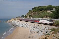 Catalan Talgo per Sant Pol de Mar (Jordi F.G.) Tags: renfe 252 252061 catalan talgo sant pol de mar