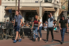 Singel - Amsterdam (Netherlands) (Meteorry) Tags: europe nederland netherlands holland paysbas noordholland amsterdam amsterdampeople candid streetscene people centrum center centre singel gracht canal bridge pont paleisstraat tourists guys male hommes girls femmes women gentlemen sneakers baskets trainers skets nikeairmax95 printemps spring may 2018 meteorry explore