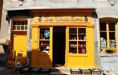 Librairie (gingerwildcat (damien pcn)) Tags: librairie façade jaune cuisery bourgogne burgundy saôneetloire boutique bookshop library yellow